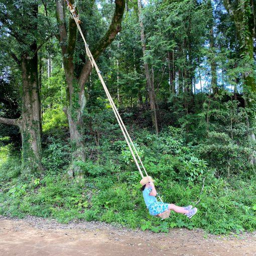キャンプの自然とホテルの快適さが合わさった、グランピング。